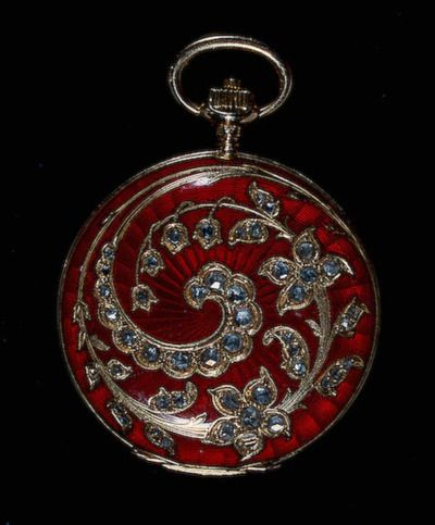 Antique pocket watch~~  Unfortunately, I couldn't find any information about this beautiful piece, but I couldn't pass it up.  I loved it!