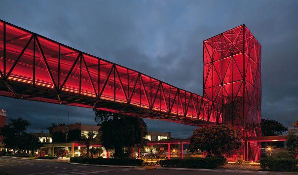 Revista aU |Torres e passarelas vermelhas se sobressaem no projeto do Metro Arquitetos para o Museu do Chocolate, em Caçapava, SP| Arquitetura e Urbanismo