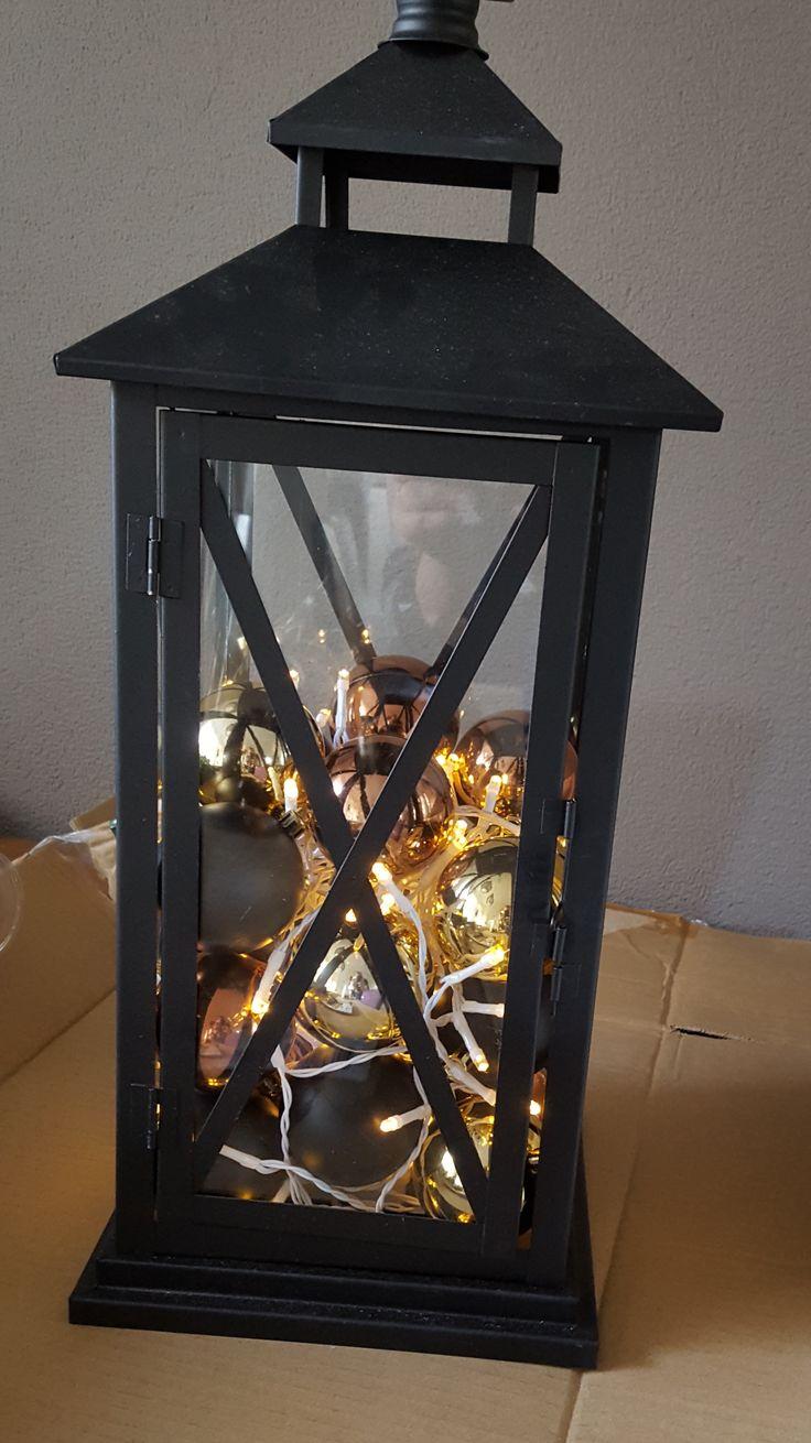 Lantaarn met ballen en lichtsnoer