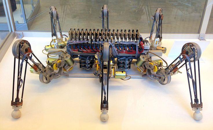 Sechsbeiniger Laufroboter LAURON aus dem Jahr 1995 im Deutschen Museum in München entwickelt vom Forschungszentrum Informatik, Karlsruhe - Lauron (Roboter) – Wikipedia