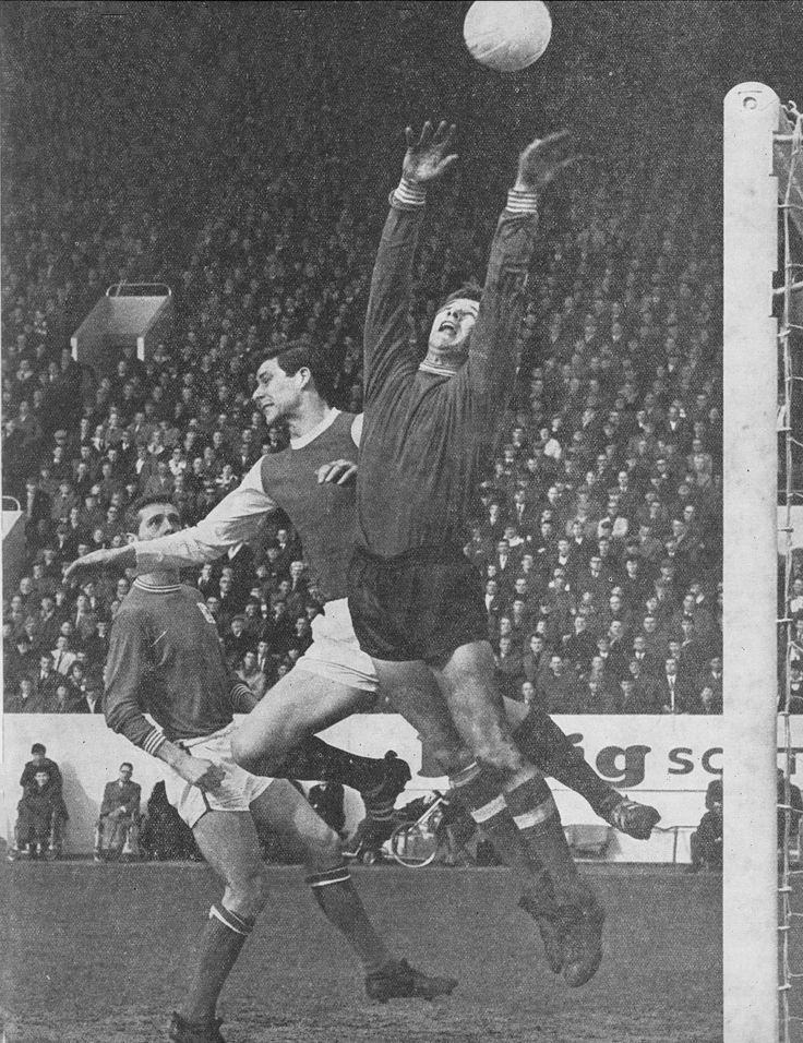 20th August 1968. Sheffield Wednesday centre forward John Ritchie pressurising Nottingham Forest goalkeeper Peter Grummitt, at the City Ground.