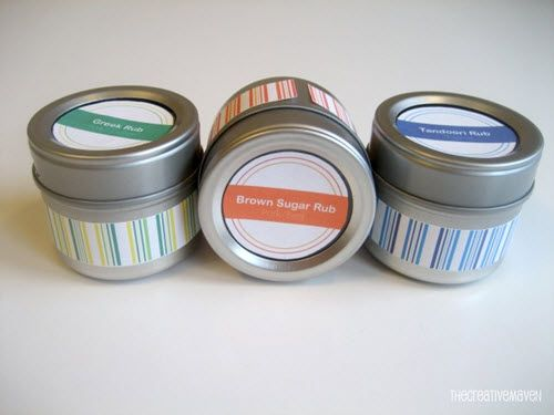 Make Your Own Grill Rubs (With Free Printable Labels)...http://diygiftworld.com/make-your-own-grill-rubs-with-free-printable-labels/