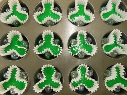 shamrock cupcakes...3 marbles...makes a shamrock
