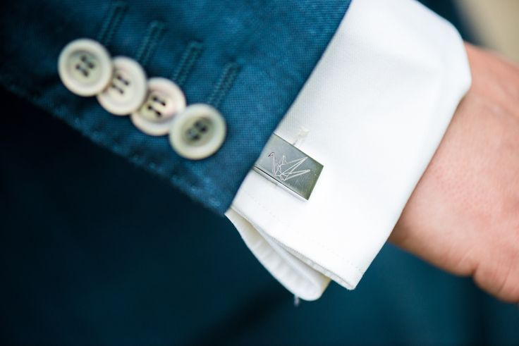 Prachtige manchetknoop met origami kraanvogel  #origami #bruiloft #wedding