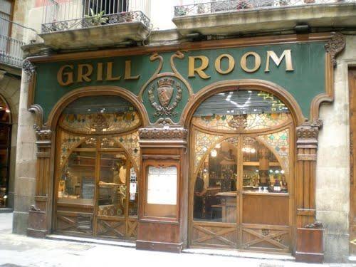 BARCELONA...EL GRILL ROOM, Y LA CALLE ESCUDELLERS ANTIGUA...11-04-2013...