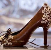 Milk chocolate shoe.: Dark Chocolates, Chocolates High Heels, Wedding Cakes, Chocolates Gifts, Chocolates Art, Chocolates Shoes, Chocolates Heels, Shoes Cakes, Christmas Gifts