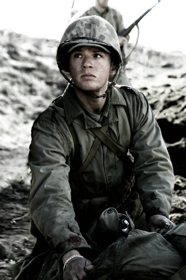 """Still of Ryan Phillippe in Flags of Our Fathers. Would he come runnin' to me if I yelled """"Medic!""""?"""