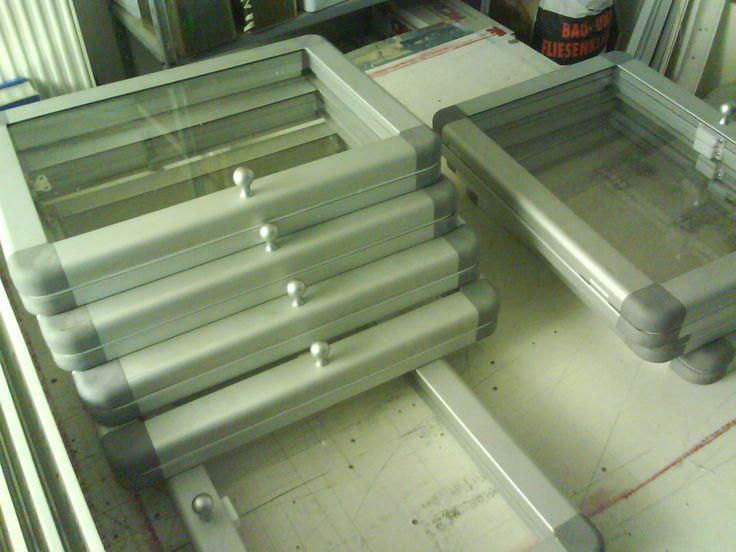 hliníkové vitrínky