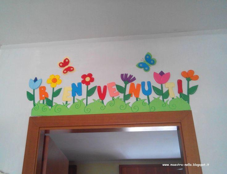 Maestra nella scritta 39 benvenuti 39 primavera for Addobbi per accoglienza scuola infanzia