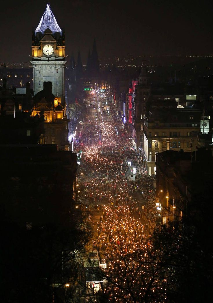 "anotherbondiblonde: ""Edinburgh just starting the Hogmanay 2016 party. """