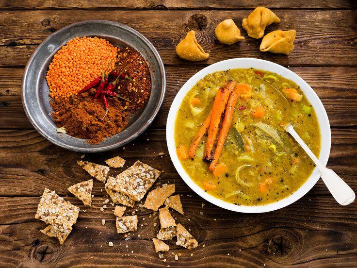 Die Dal Suppe - Indische Linsensuppe lässt sich schnell und leicht zubereiten. Sie schmeckt scharf und würzig.