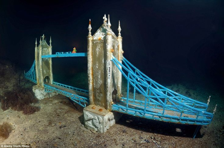 """ALLEY OF LEADERS"" (A sculpture of London Bridge), UNDERWATER MUSEUM, CRIMEA, 1992"