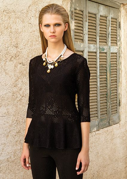 Excellent evening lace blouse with elastic waist and ruffles with 3/4 sleeves, combine it with a pencil skirt or leggings -trousers and an impressive jewel neck