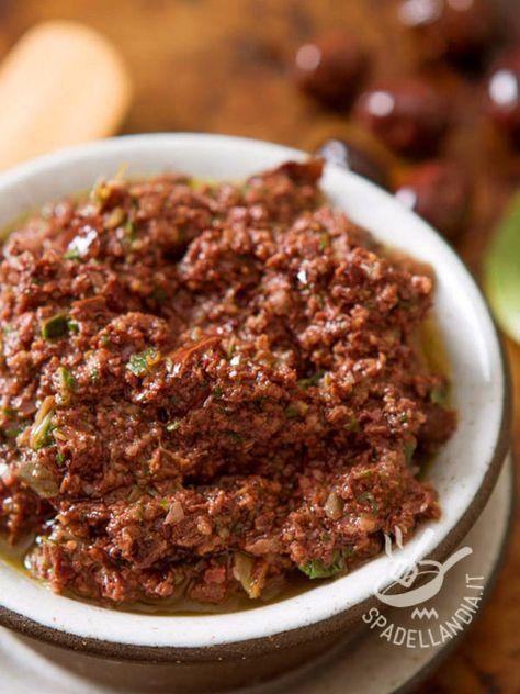 Tapenade sauce (for boiled egg sandwiches) - La Salsa tapenade (per bollito uova tartine) si prepara con olive acciuga e capperi miscelati insieme. Perfetta per pesci, bruschette e crostini.