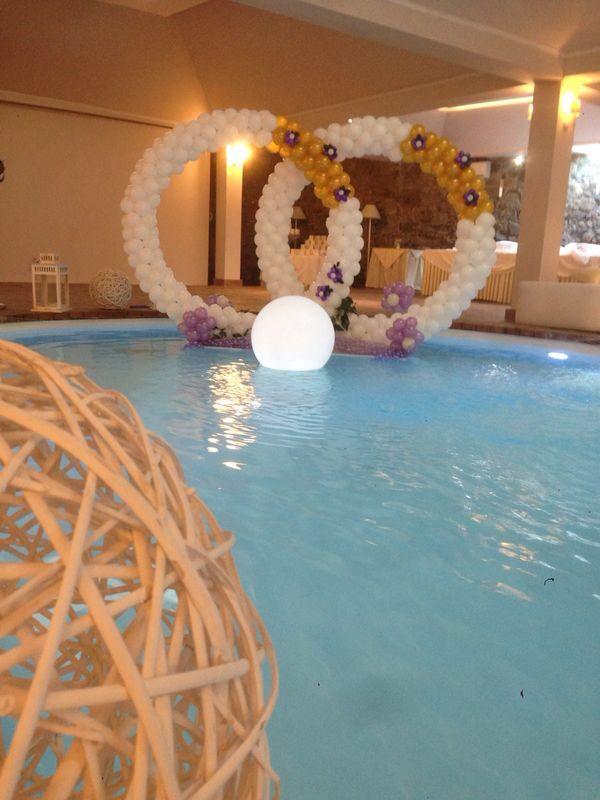Allestimento Matrimonio in piscina  www.balloondelivery.irt