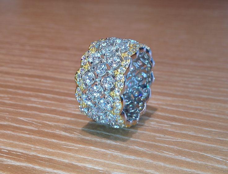Bicolored silver ring with zircon.  Anello in argento bicolore e zirconi.