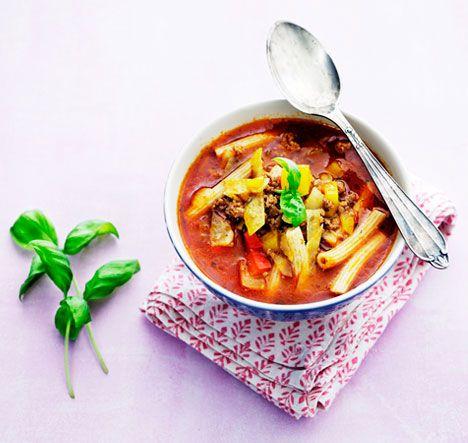 Suppe er herlig vintermad, så her får du en nem og billig opskrift med hakket kød, der samtidig er sund, da den indeholder mange grønsager af den grove slags.