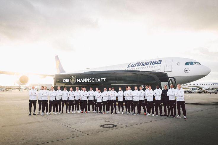 """27.8 ezer kedvelés, 92 hozzászólás – Die Mannschaft (@dfb_team) Instagram-hozzászólása: """"Neuer Mannschaftsbus  #diemannschaft @mercedesbenz_de @mercedesbenzfussball"""""""