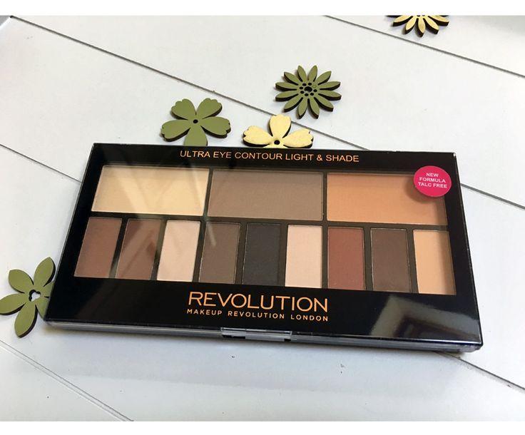Enige tijd geleden kocht ik het Makeup Revolution Light and Shade palette bij TAMbeauty. (Klik hier voor de TAMbeauty shoplog om te zien welke goodies ik nog meer scoorde.) Ik was reuzebenieuwd naar deze niet zo subtiele dupe van het Kat von D Shade and Light palette. Vandaag vertel ik er meer over in deze...