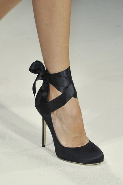 Alberta Ferretti Spring 2014 - Details : Add ribbons to black pumps I already own..?