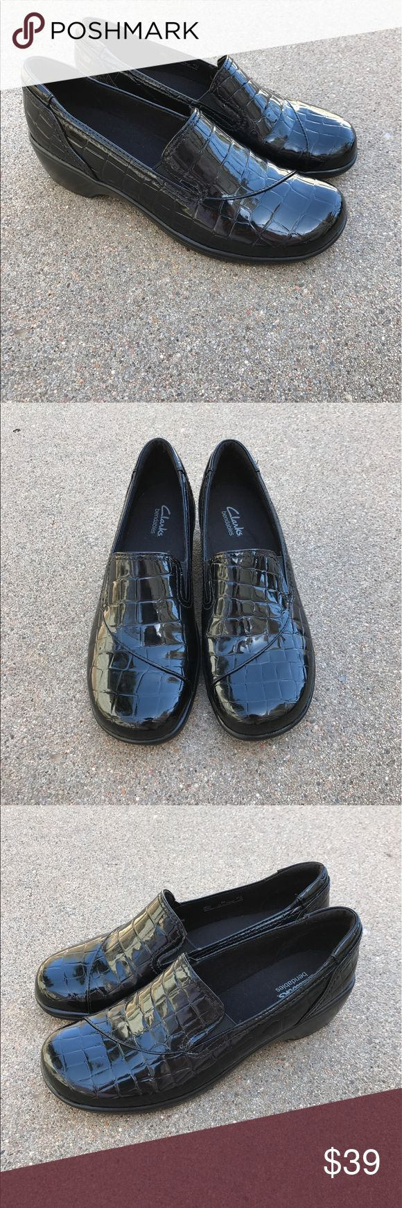 Clarks Bendables Women's Comfort Shoes Mules Clogs Lovely Clarks Bendables women's comfort shoes mules clogs low heels slip on loafer black croc pattern man made materials Size 8M pre- owned, in good condition. Clarks Shoes Mules & Clogs