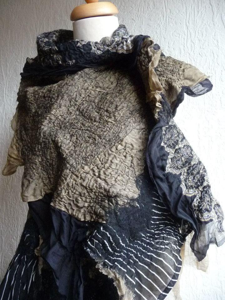 Inken Gaddass/FeltedArtToWear - Nuno felted scarf silk collage - black and bronze