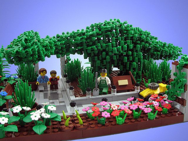 Lego Flower Garden #lego #legoflower #legogarden #garden http://www.Adopt-A-Brick.com/