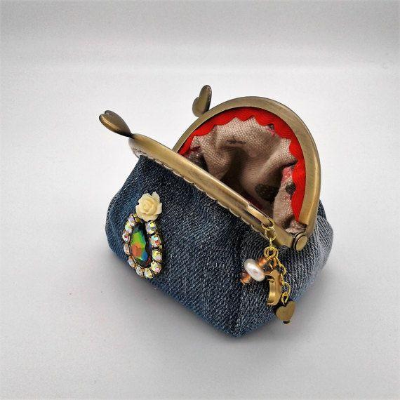 Guarda questo articolo nel mio negozio Etsy https://www.etsy.com/it/listing/498556584/coin-purse-metal-clasp-denim-jeans-coin