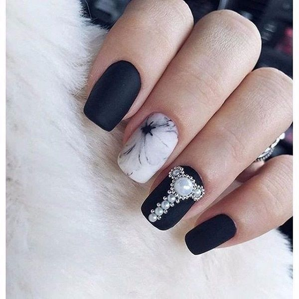 Glittered Minimalist Black Nail Art Design is the next option for you on the list. As a matter of fact, such minimalist nail designs never get old and remain as much enchanting as they were ever before.