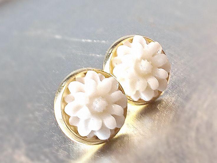Ohrstecker - BOTANICUS Blüten Ohrstecker Blumen Ohrringe gold - ein Designerstück von SpreeGold-Berlin bei DaWanda