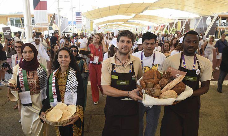 Expo - 19 luglio 2015 - Festa del Pane -Di grano, ma anche di riso, yucca e baobab, ogni Paese all'Esposizione Universale ha offerto i suoi pani caratteristici per celebrare la Festa del Pane.