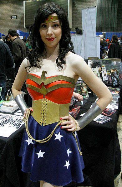 THE BEST WONDER WOMAN COSPLAYERS   Wonder woman cosplay ...