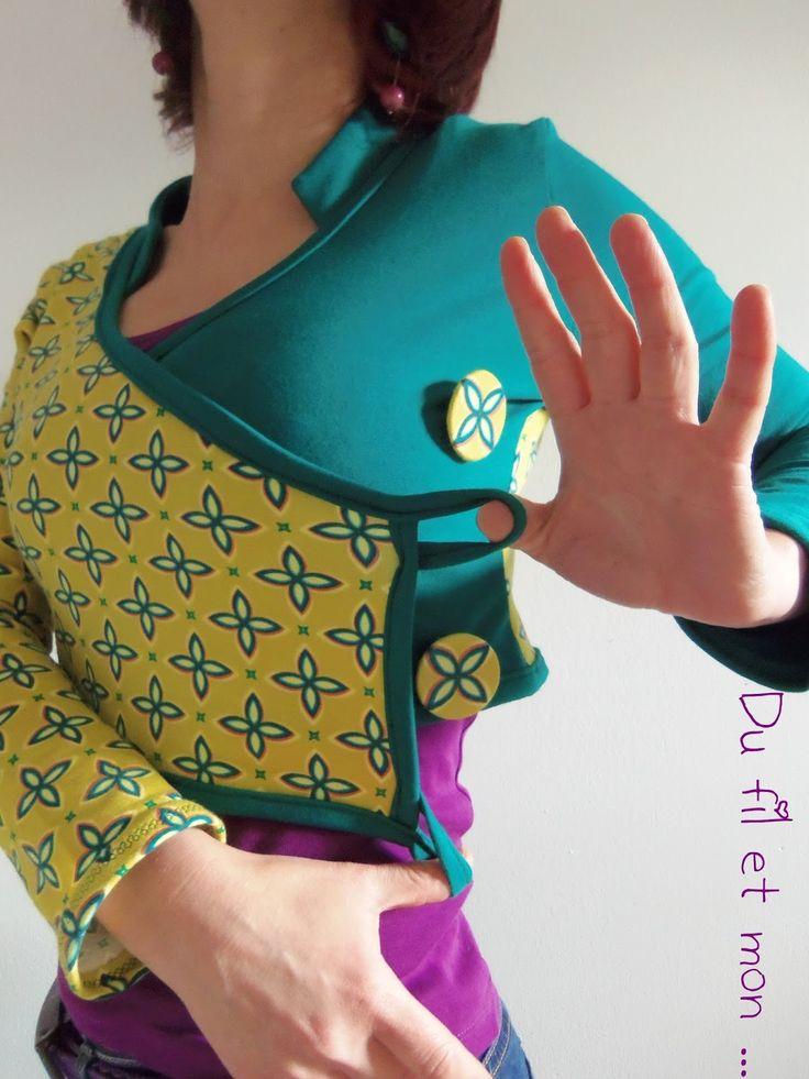 Un test pour changer ...   Envie de refaire un boléro qui s'est transformé en cache coeur ...   Un joli jersey imprimé de Lillestoff...