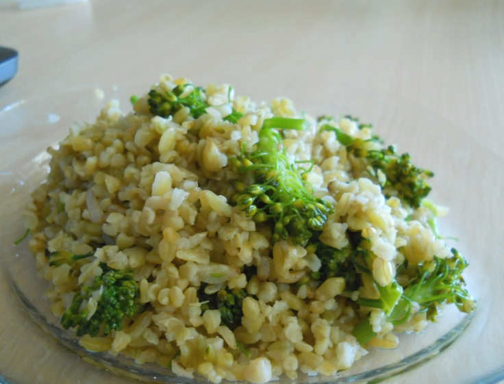 Amazing grain: freekah (in turkish: firik)    Quick healthy lunch:  Fry a few garlic cloves in olive oil until golden, add the broccoli florets with a 1/4 glass of water and let it steam under a lid until tender.   Set the broccoli aside, and put the firik grains to boil. Use 2 1/2 cups of water for 1 cup of grains. Once it's cooked, strain the water and add the broccoli. Since the flavors are already intense, it won't need any other seasoning than salt or soy sauce.  #vegan #healthy