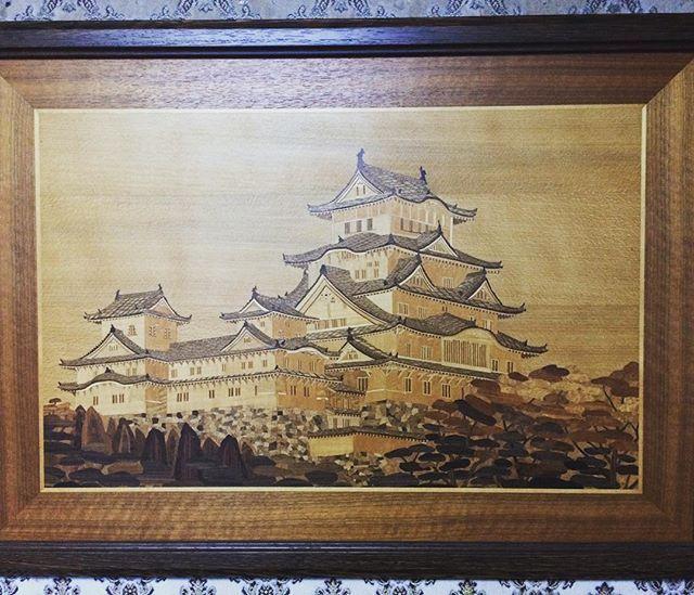 天然木の突き板のみを使用した姫路城の象嵌です。職人さんの匠の技術が凝縮しています(≧∇≦)The inlay wood art of the himeji castle which was created by a craftswoman. Just amazing!!#木工 #アート #工芸品 #絵 #匠 #職人 #木 #木製 #突き板 #姫路城 #城 #日本#inlay #art #castle #woodworking #veneer #himejicastle  #Japan #cooljapan #timber #lumber