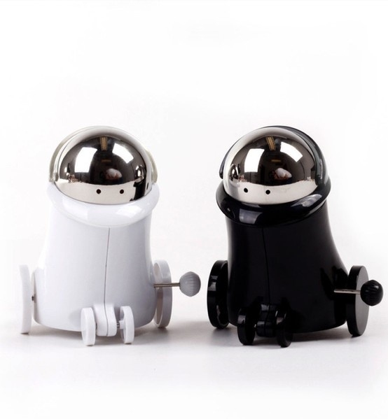 Wind-Up Robot Salt + Pepper Shakers - passing the salt just got way more fun!