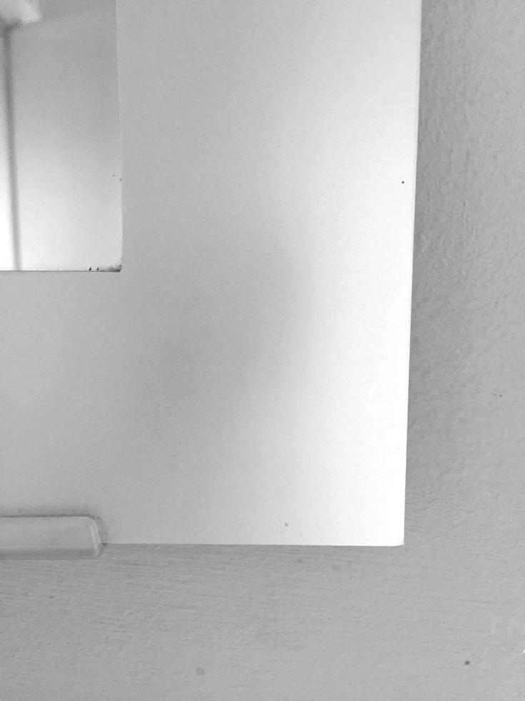 """Een """"L"""" vorm, gevormd door een spiegelrand."""