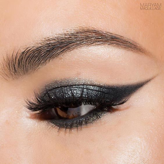 The Best 12 Makeup Ideas for Brown Eyes: Easy and Pretty ★ See more: https://makeupjournal.com/best-makeup-ideas-brown-eyes/