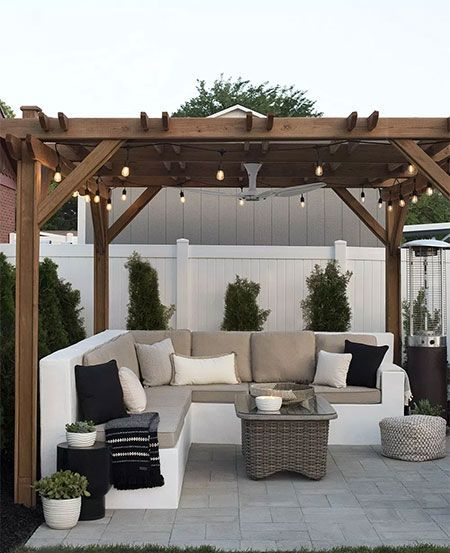 This gorgeous custom outdoor sofa is definitely going on my 'To Do' list…