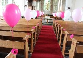 Mooie ballonnen met bloemen in de kerk. Ballonnendeal.nl Ballonnen op uw Bruiloft? - Ballonnendeal.nl