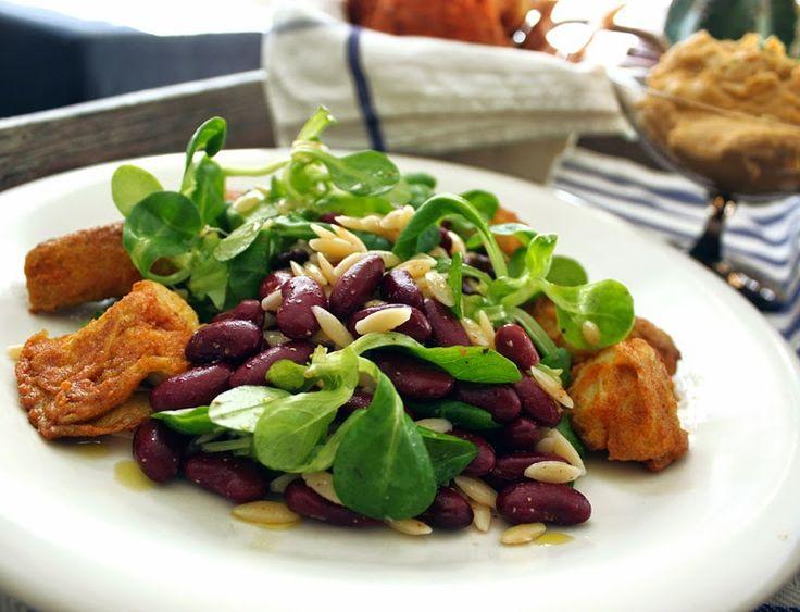 Kryddervendte, stekte artisjokkhjerter med røde bønner og orzo (pasta)
