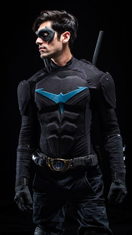 Drake)) My costume. I'm going as Nightwing.                                                                                                                                                                                 Más