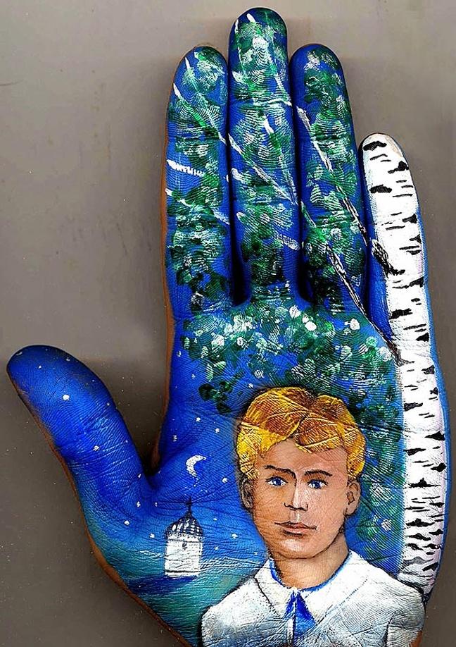 Gripping ... hand art