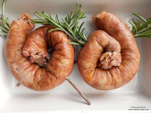 Carnati copti impanati cu rozmarin.  Roasted sausages, stuffed with rosemary.
