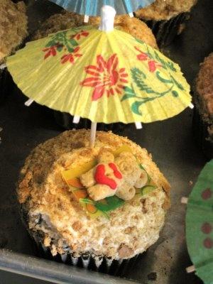 Tiny teddy beach cupcakes