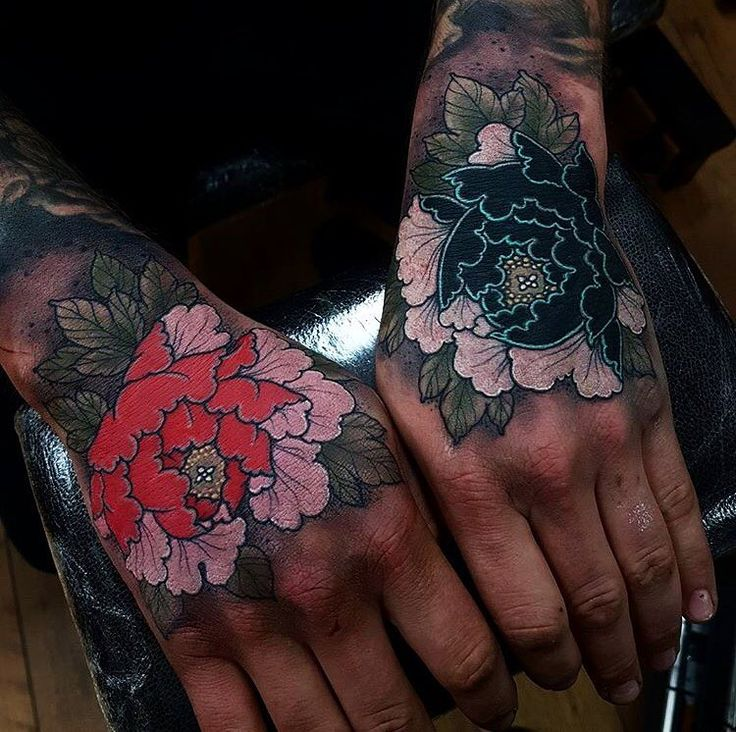 Japanese hand tattoos by @elliottwells666.  #japaneseink #japanesetattoo #irezumi #tebori #colortattoo #colorfultattoo #cooltattoo #largetattoo #handtattoo #flowertattoo #peonytattoo #newschool #newschooltattoo #blackwork #blackink #blacktattoo #wavetattoo #naturetattoo
