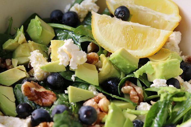 Recept: Spinaziesalade met blauwe bessen en feta | IKBENIRISNIET | Bloglovin'
