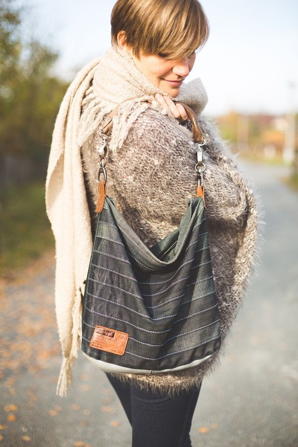 """Selbst genähte Tasche aus alten Jeans. Upcycling vom Feinsten nach dem Schnittmuster """"Chobe"""" von www.ellepuls.com"""