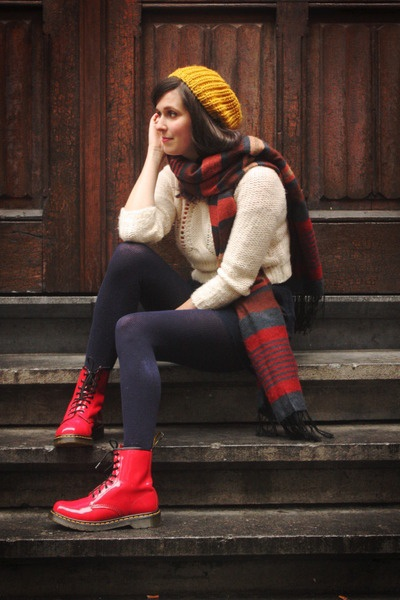 066364a83f9ab I love it! Especially those patent Doc Martens!!! :) | Stylicious | Yellow  beanie, Red doc martens, Doc martens outfit