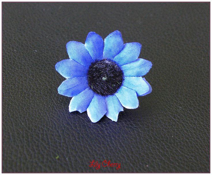 """Fleur artificelle petite marguerite bleu """"foncé"""" barrette cheveux x1 : Décoration florale par lilycherry"""